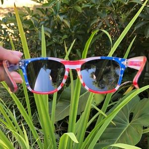 Foster Grant Mystery Man American Flag Shades 🇺🇸